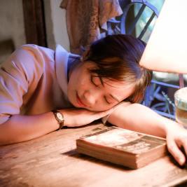 book-girl-indoors-1294284
