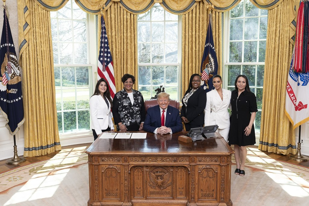 1599px-President_Trump_Meets_with_Sentencing_Commutation_Recipients_(49624188912)
