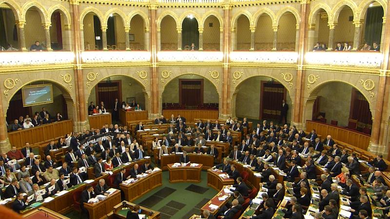 Szavazás_az_Alaptörvény_7._módosításáról_(1)