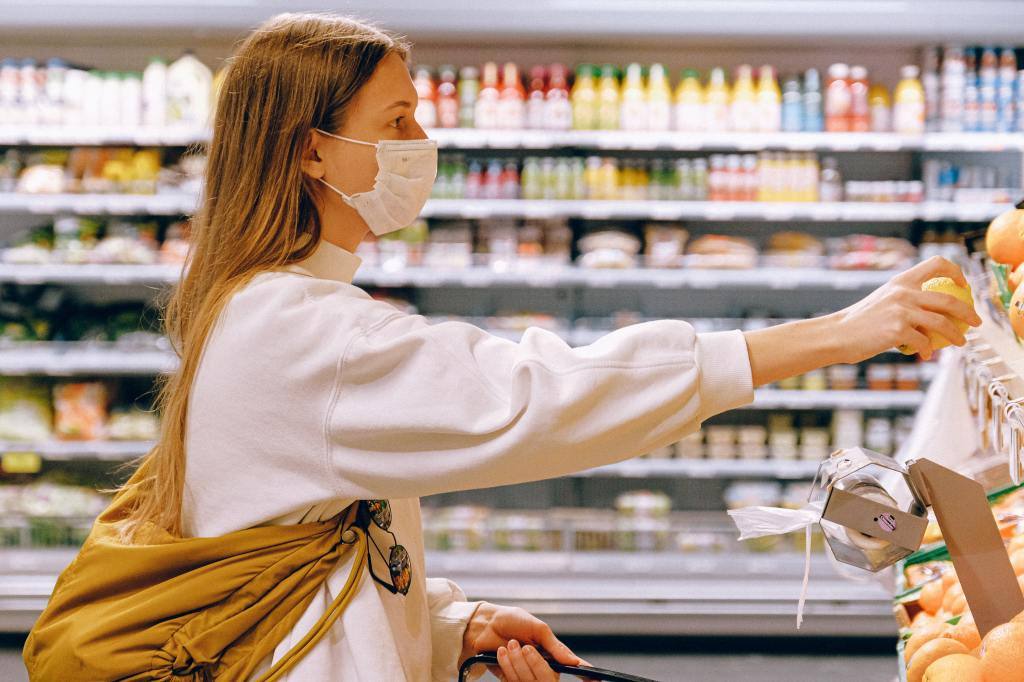 woman-wearing-mask-in-supermarket-3962289