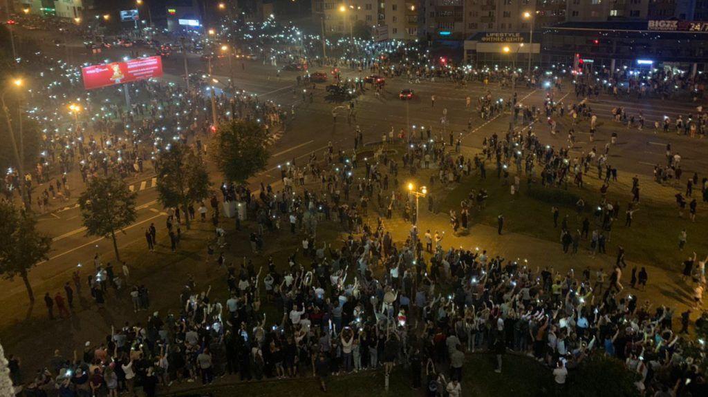 Demonstráció Minszkben a választás estéjén Forrás: Belsat TV